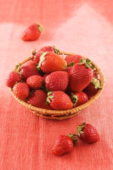 Free Wicker Basket With Fresh Strawberries Royalty Free Stock Images - 14261809