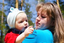 Free Mum Holds The Son On Hands Stock Image - 14265551