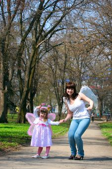 Free Girl And Mother Royalty Free Stock Photo - 14275185