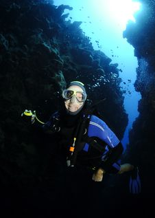 Free Scuba Diver In Cave Stock Photo - 14278400