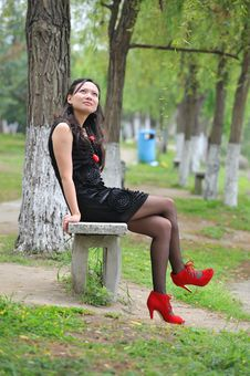 Free Asian Woman Sit In Chair Stock Images - 14280014
