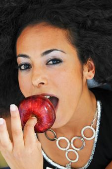 Free Beautiful Woman Eating Apple Stock Photography - 14282662