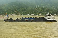 Coal Barges On The Yangtze In China Stock Photos