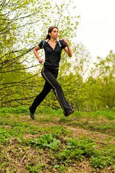 Free Girl Jogging Royalty Free Stock Photos - 14285548