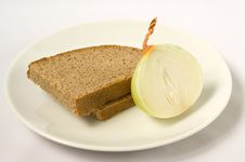 Free The Bread And Onions On Plate Stock Photography - 14287952