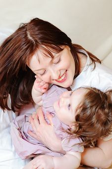 Free Baby Girl Strokes Her Mother Stock Images - 14288344