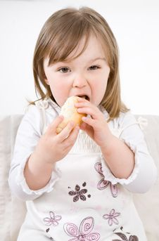 Free Little Girl Eating Royalty Free Stock Images - 14289649