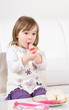 Free Little Girl Eating Stock Photography - 14289702