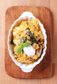 Farfalle With Mushrooms, Saffron And Cream Stock Images
