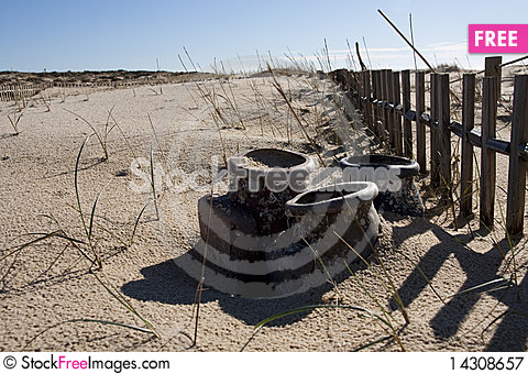 Free Fence On The Sand Royalty Free Stock Photography - 14308657