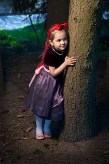 Free Snow White With Apple, Litle Girl Royalty Free Stock Photos - 14302078