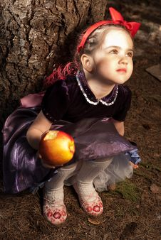 Free Snow White With Apple, Litle Girl Royalty Free Stock Image - 14302266