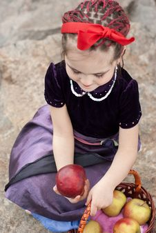 Free Snow White With Apple, Litle Girl Stock Photos - 14302373