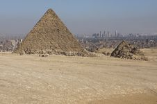 Free The Pyramid Of Menkaure Royalty Free Stock Photo - 14308125