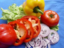 Free Vegetables: Tomatoes, Onions, Peppers, Lettuce Stock Photography - 14308922