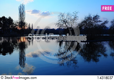 Free Sunset Reflexion Royalty Free Stock Photography - 14318037
