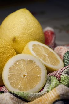 Free Sliced Lemons Stock Photos - 14316693