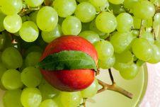 Ectarine And Grape Royalty Free Stock Photo