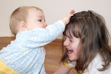 Free The Girl Plays With The Brother Stock Image - 14321771