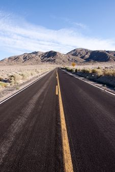 Free Desert Highway Royalty Free Stock Images - 14322129