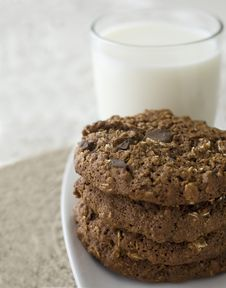 Free Cookies And Milk Royalty Free Stock Photo - 14325395