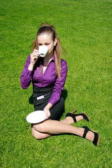 Free Young Businesswoman Drinking Tea Stock Photography - 14325902
