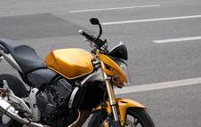 Free Yellow Bike Royalty Free Stock Images - 14330299