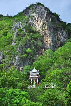 Free Pavilion Of Buddha On Mountain Stock Images - 14331014