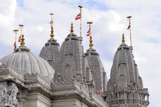 Free Flags Flying On Towers Of Indian Temple Royalty Free Stock Images - 14335969
