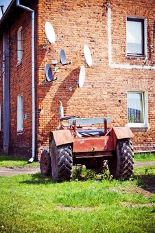 Free Satellite Antennas And Tractor, Alternative Life Royalty Free Stock Photo - 14341735