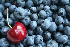 Free Cherry And Blueberry Royalty Free Stock Images - 14344669