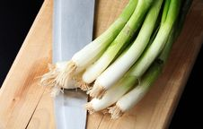 Free Green Onions On Cutting Board Royalty Free Stock Images - 14345709