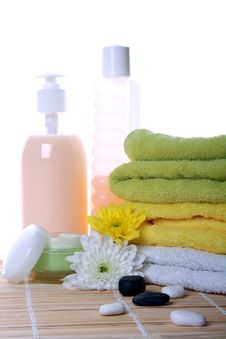 Free Bath Products And Flowers Stock Image - 14347041