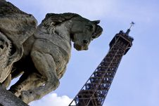 Free Horse Statue With Eiffel Tower In The Background Stock Image - 14350931