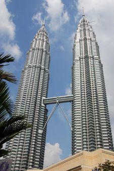 Free Kuala Lumpur, Malaysia: Petronas Towers Royalty Free Stock Photography - 14352387
