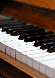 Free Old Wood Piano Royalty Free Stock Images - 14353449