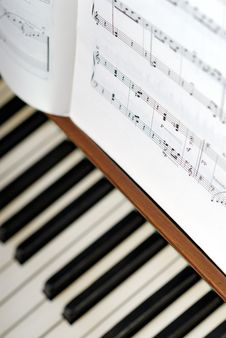 Free Notes Standing On Piano Stock Photo - 14353470