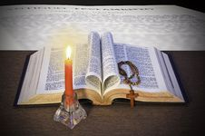 Free The Holy Bible Royalty Free Stock Photography - 14354247