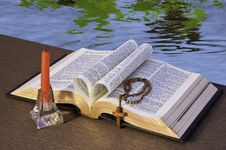 Free The Holy Bible Royalty Free Stock Photo - 14354295