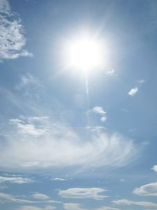 Free Clouds And Beams Of The Sun Royalty Free Stock Photography - 14355347