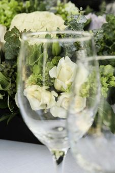 Free Wineglass And Roses Royalty Free Stock Photos - 14355518