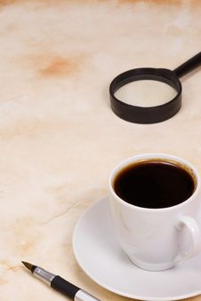 Free Magnifying Glass And Coffee Royalty Free Stock Photography - 14355707