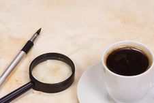 Free Magnifying Glass And Coffee Royalty Free Stock Photo - 14355805
