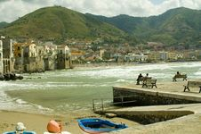 Free Cefalu Beach In The Summer Stock Photo - 14357070