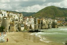 Free Cefalu Beach In The Summer Stock Photo - 14357090