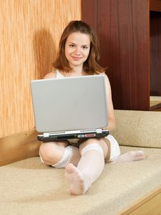 Free Girl  With Laptop On Sofa Royalty Free Stock Photography - 14377987