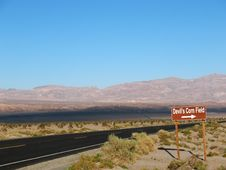 Free Devil S Corn Field In Death Valley Royalty Free Stock Photos - 14380188