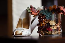 Free Wedding Shoes And Decoration Royalty Free Stock Photos - 14385728