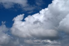Free Clouds In A Blue Sky Royalty Free Stock Photography - 14386377