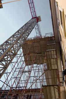 Free Crane And Scaffold Stock Images - 14387224
